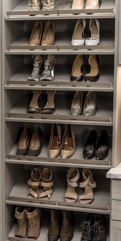 Slanted shoe shelf for women's shoes