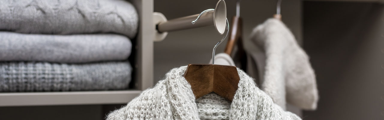 Pull out Valet Rod with hanging sweater